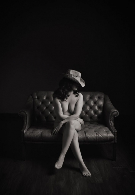 boudoir-photo-shoot-cowboy-hat
