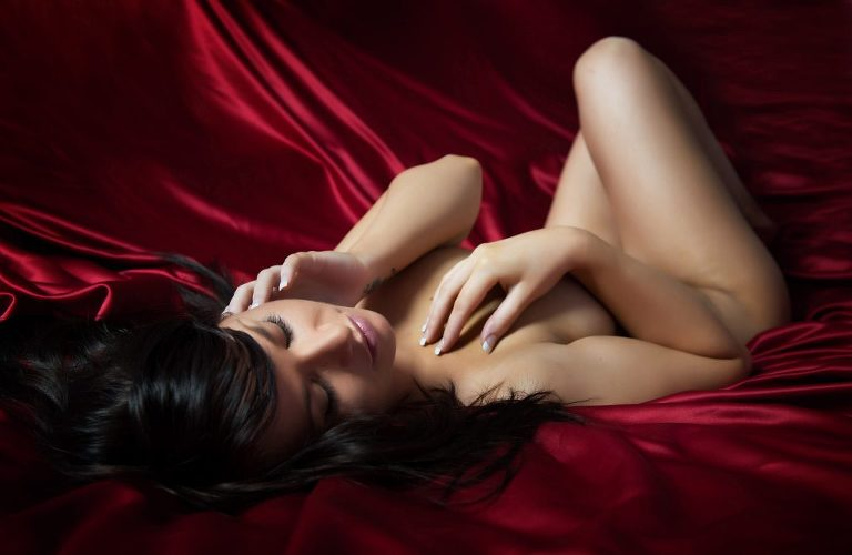 boudoir pose and lighting ideas