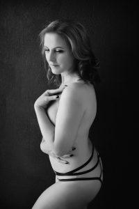 black_white_beautiful_boudoir_over_40